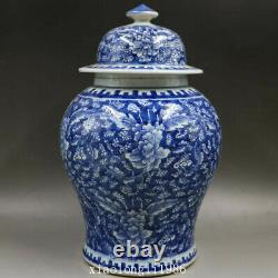 Old China antique Ming Dynasty Blue background Blue and white Floral pattern Jar